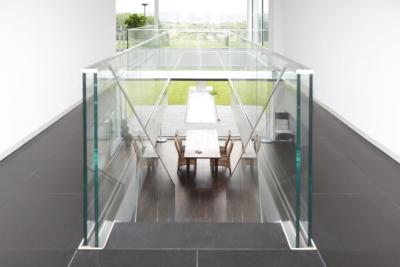 Treppe mit Glasbrüstung