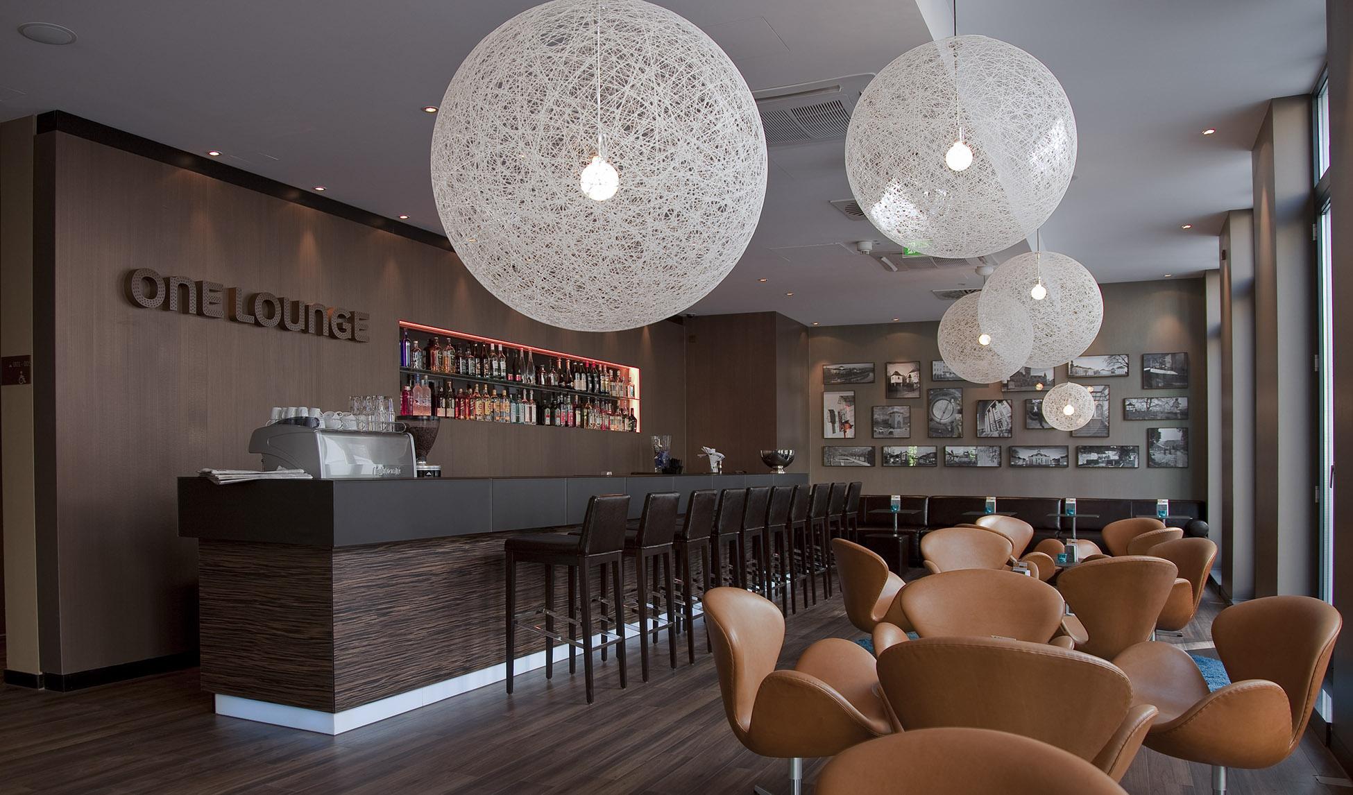 Innenansicht auf Bar, Motelone Saarbrücken